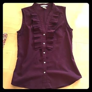 H&M Sleeveless purple button down blouse